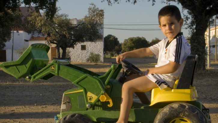 Artistas colectivo NOPHOTO. Residencia en VEGAVIANA. Programa campo adentro-arte, agriculturas y medio rural. Imagen cedida por Campo adentro.
