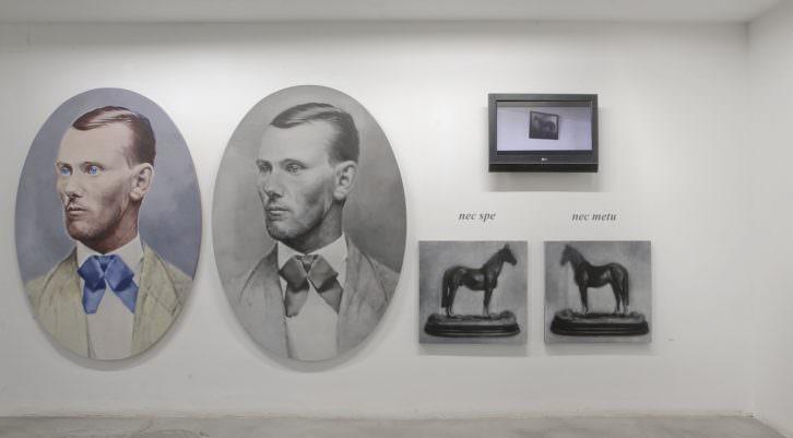 """Chema López, """"Remake (serie Print the legend)"""", 2010. Óleo sobre lino 170x122 m. (x2) + acrílico sobre tela 63x67 cm. Imagen cedida por Galería Paula Alonso."""