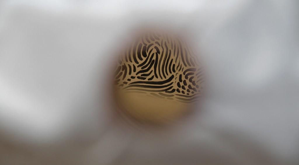"""José Medina Galeote. """"Landscape and Still-Life"""", 2013. Lona de algodón, cobre y óleo sobre tela. 40 x 40 x 40 cm aprox. Imagen cortesía de Galería Fúcares."""