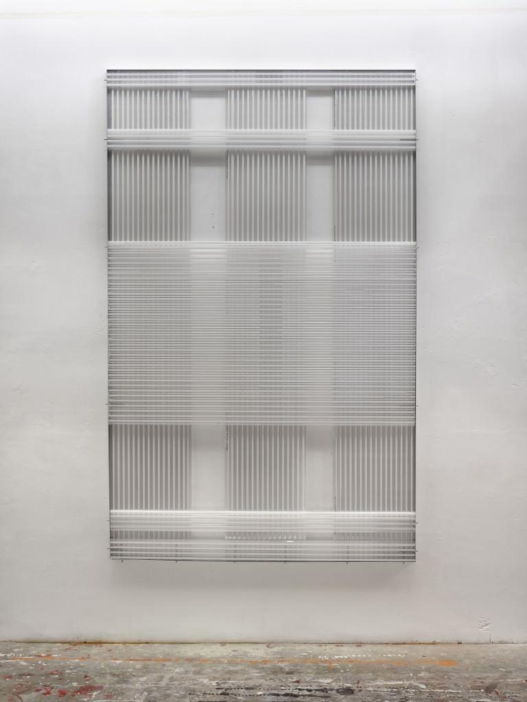 "María Aranguren, ""Título XCIV"", Policarbonato celular, 240 x 150 cm. Año 2012. Imagen cortesía de Galería Astarté."