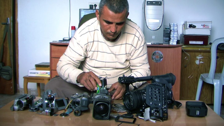 Imagen de 5 broken cameras. Imagen cortesía de Rambleta Docs