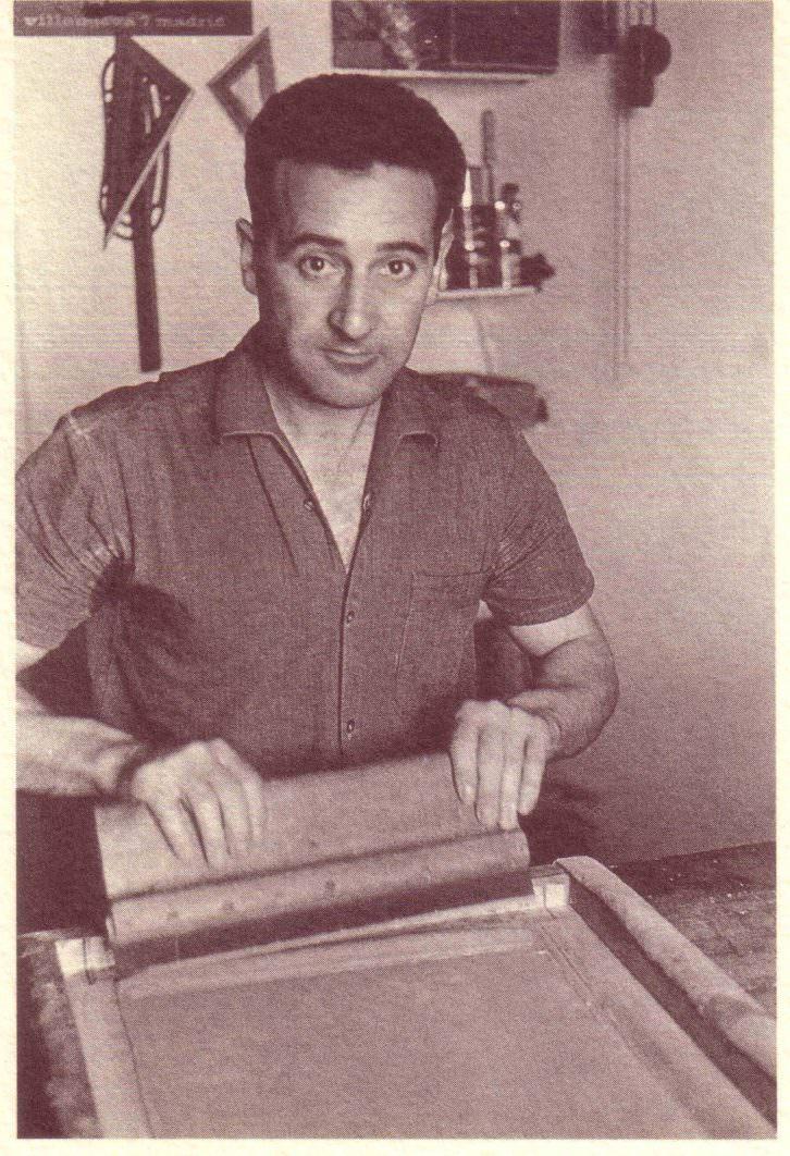 Abel Martín serigrafiando. Imagen cortesía de Javier Martín