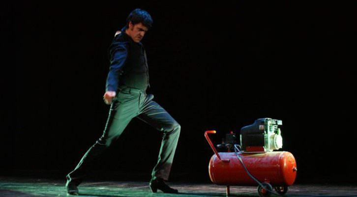 """""""Baile flamenco al ritmo de dos motores"""" (1928). Vicente Escudero. Interpretado por el bailaor Ginés López Montalbán. LCI. UPV. Imagen cortesía Plataforma Salvem el Cabanyal"""