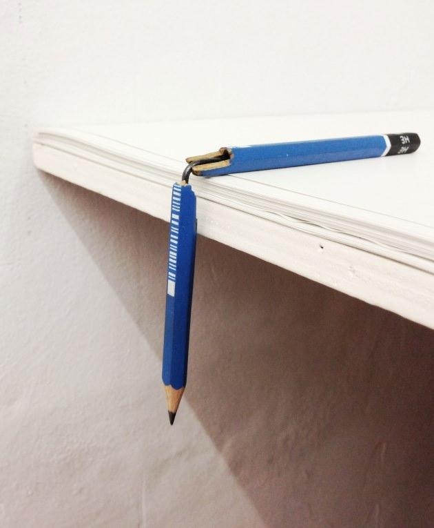 """Martí Cormand. """"Leaded (angle)"""", 2013. Lápiz intervenido, oleo, grafito y hierro, 8,9 x 2,5 cm. Imagen cortesía de Columpio."""