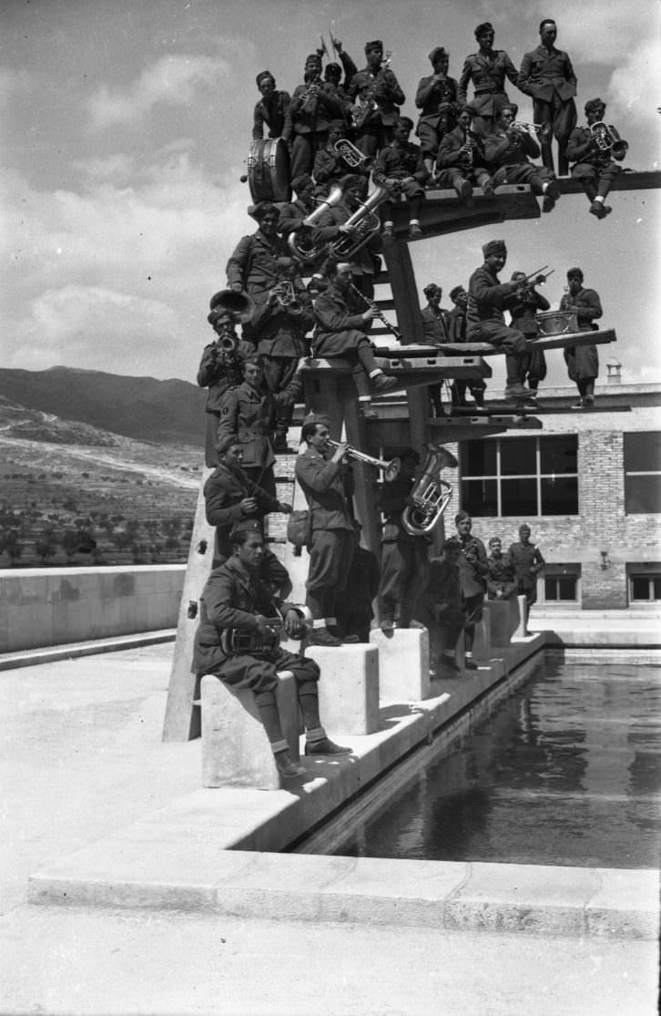 Banda musical italianos piscina 05