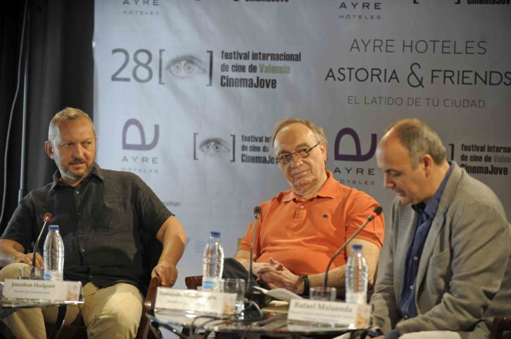 Jonathan Hodgson, Fernando Méndez-Leite y Rafael Maluenda, anunciando el palmarés. Imagen cortesía de Cinema Jove