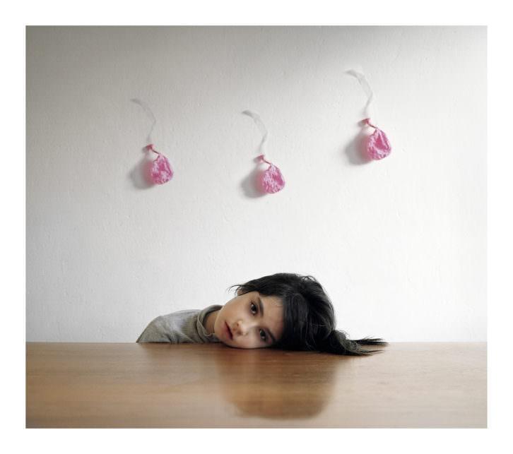 Tomás Miñambres. ST. Niña y globos. 106 x 120 cm. Imagen cortesía galería Paula Alonso