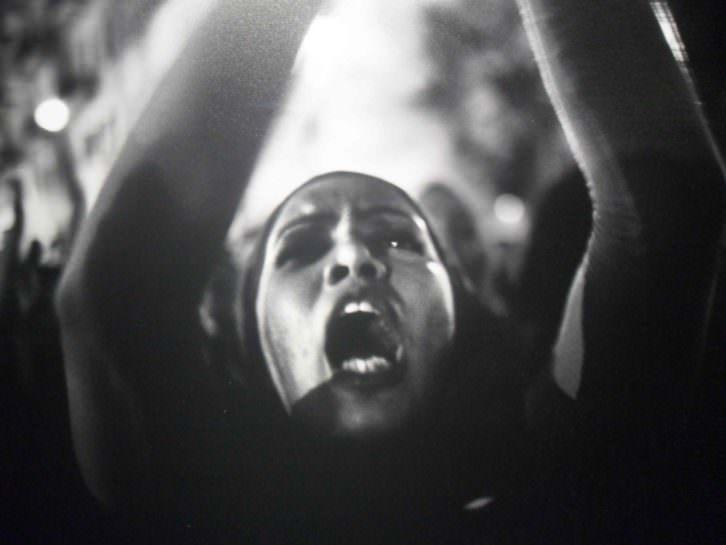 Fotografía de Maysun. Españoles en primera línea de fuego, estallido árabe. Sala Lametro