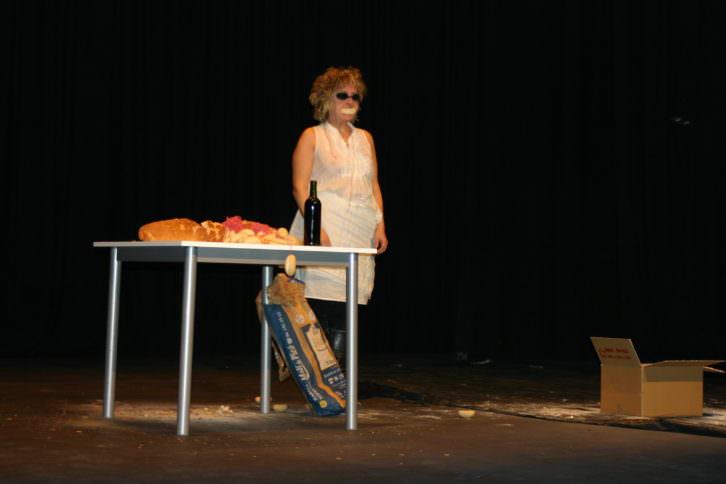 Lucía Peiró. Llegado el momento me encuentro. II Festival de Poesia i Art d'Acció. L'Escorxador, Elx. UMH. Imagen cortesía de la artista