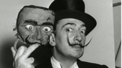 paris-ca-1954-dali-holding-a-mask-of-his-face-col-descharnes-and-descharnes