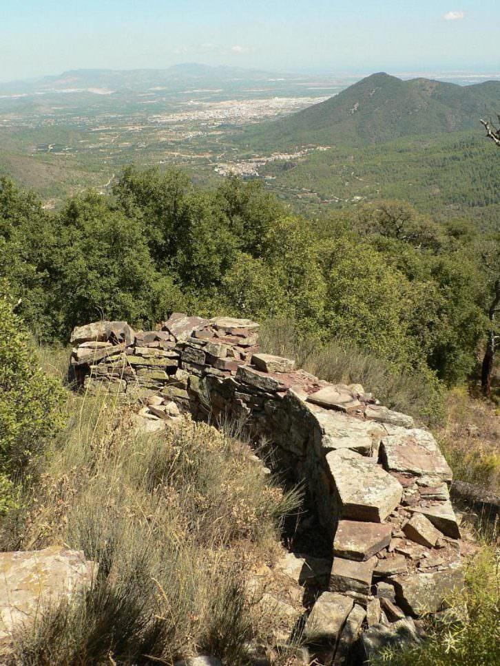 Trinchera de uno de los pueblos abandonados. Foto: Agustín Hernández