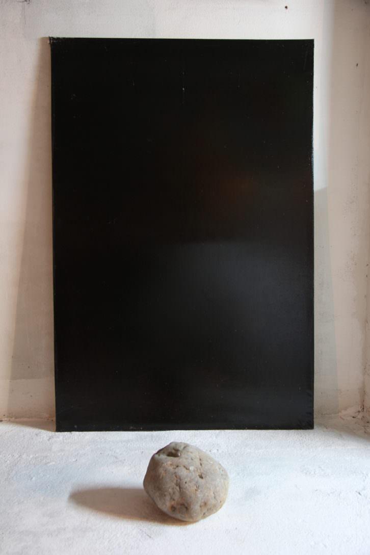 Alejandro Mañas. Dialogo, 2013. Óleo sobre lienzo y piedra. 200X120X80 cm. Imagen cortesía del artista