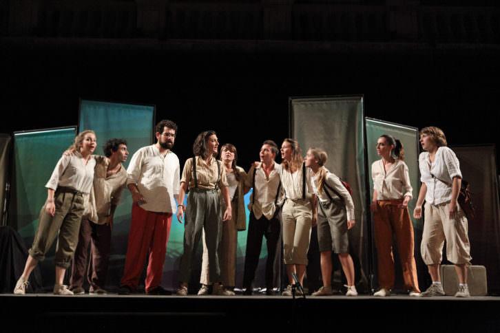 Imagen de uno de los espectáculos protagonizados por jóvenes Erasmus. Imagen cortesía del proyecto La Pequeña Europa