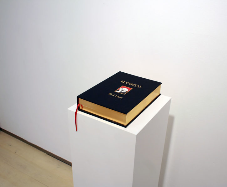 Obra de Milena Bonilla en Diversionismo Ideológico, Imagen cortesía de Galería Nuble.