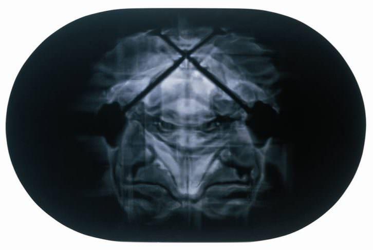 Relámpago de agua, obra de Chema López, en la exposición Monstruo. Historias, promesas y derivas. Imagen cortesía de la Fundación Chirivella Soriano