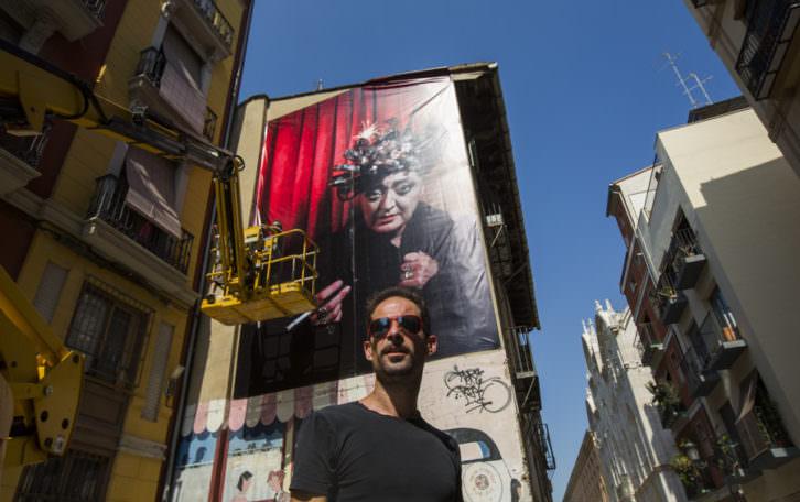 Imagen de Olga Poliakoff colgada en el barrio del Carmen. Fotografía: Eva Máñez.