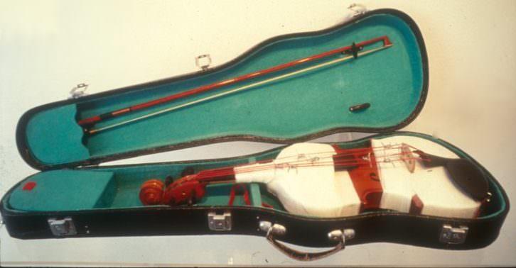 'Música afilada', 1996. Poema objeto. Obra de Bartomeu Ferrando para 'Pensamientos sin piel'. Imagen cortesía de Weber-Lutgen.