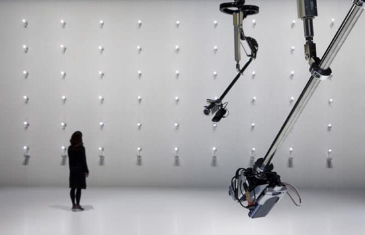 Imagen de la exposición Desire of Codes, de Seiko Mimaki. Imagen cortesía de Alhóndiga Bilbao