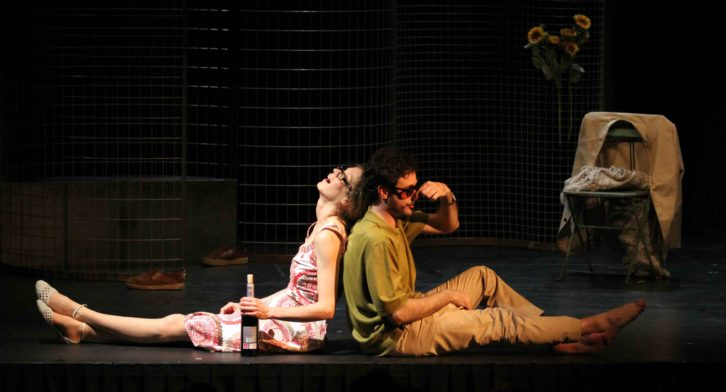 """Ana Caleya y Daniel Moreno en """"Los hermosos días de Aranjuez"""", de Peter Handke, bajo la dirección de Joaquim Candeias en Sala Ultramar. Imagen cortesía de Galantys Teatro."""