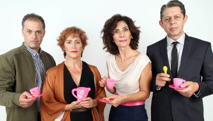 """Empar Canet, Pep Ricart, Jaime Linares y Pilar Almeria, actores de """"Un déu salvatge"""". Imagen cortesía del Teatro Talia."""