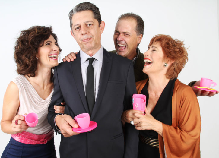 """Empar Canet, Pep Ricart, Jaime Linares y Pilar Almeria, protagonistas de """"Un déu salvatge"""". Imagen cortesía del Teatro Talia."""