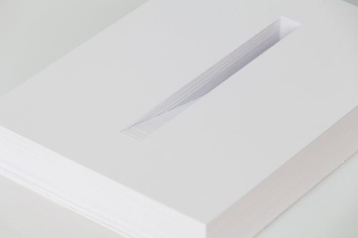 Manuel Blázquez. MM Aspros potamos 1A, 2012. Papel cortado a mano. 297x210x50 mm. Imagen cortesía de Galería Paz y Comedias