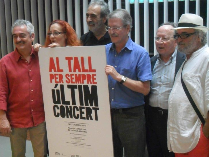 Al Tall y amigos durante la presentación en el OCCC del último concierto del grupo.