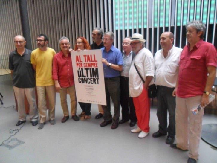 Al Tall y amigos del grupo, durante la presentación en el OCC del que será su  último concierto en el Palacio de Congresos.
