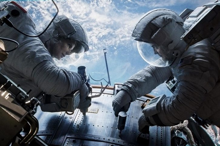 Sandra Bullock y George Clooney en un fotograma de Gravity, película de Alfonso Cuarón.