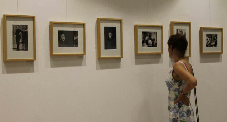 Imagen de algunas de las fotografías de la exposición dedicada a Edith Piaf en el instituto francés. Imagen cortesía del Institut Français de Valencia.