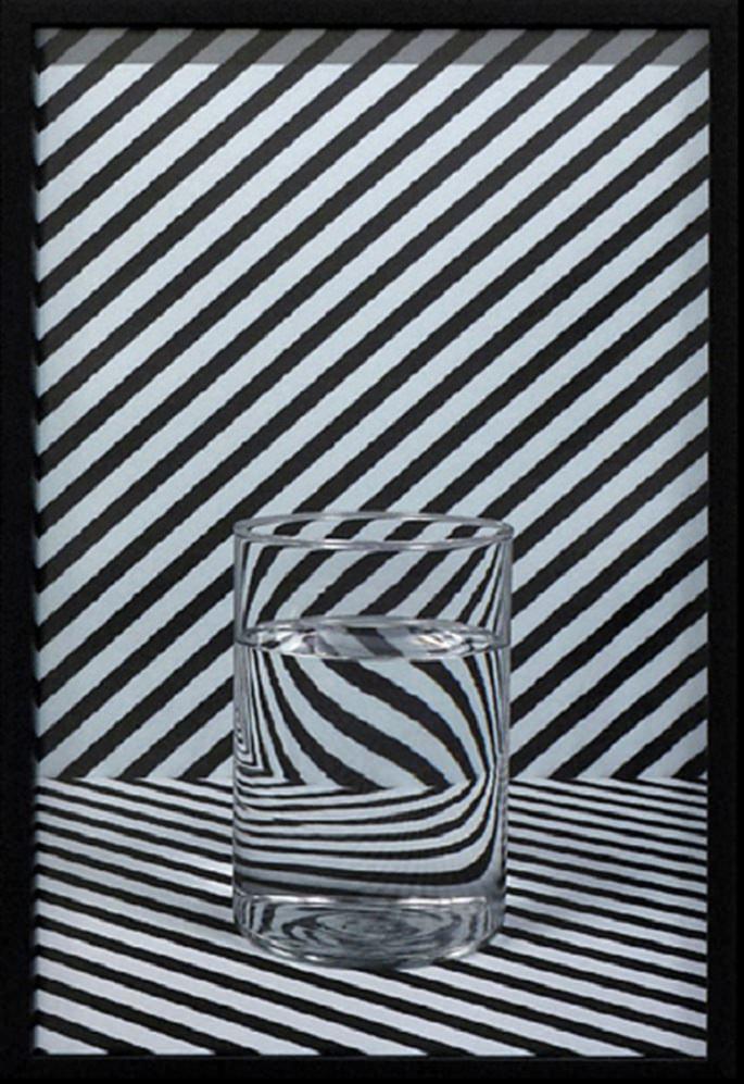 Mathieu Mercier. Sin Título (Glasses), impresión fotográfica, 2012. Imagen cortesía galería Luis Adelantado