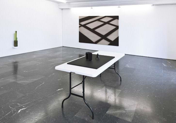Vista de la exposición de Mathieu Mercier en la Galería Luis Adelantado, Valencia