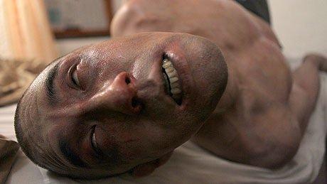 """Fotograma de la película """"Afflicted"""""""