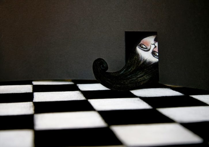 Alicia a través del espejo, de Lewis Carroll, por Verónica Leonetti en la exposición 'Aventura de Paper' de la Facultat de Magisteri de la Universitat de València.