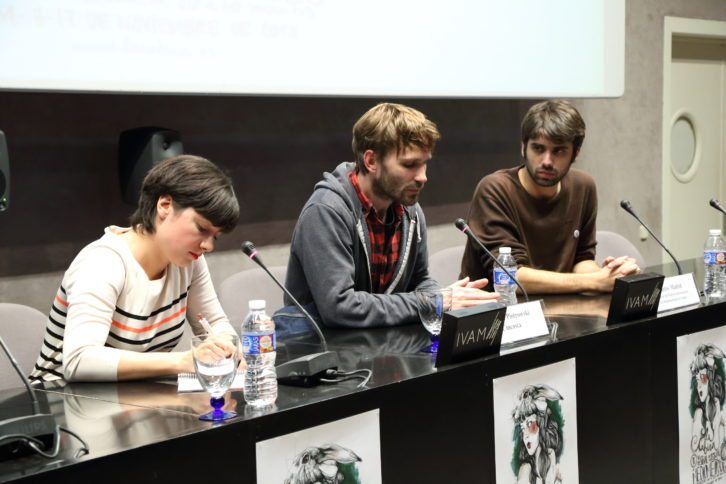 El director Thibault Piotrowski, ganador con su película 'Feux', de la sexta edición de La Cabina, durante su intervención en el IVAM. Imagen cortesía de La Cabina.