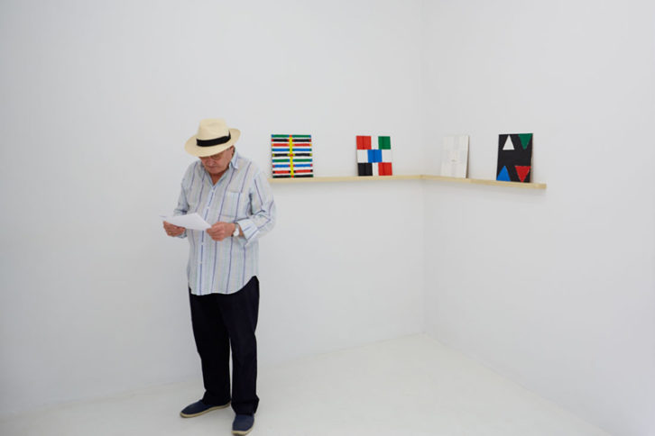"""Vista de la exposición """"Bengalas"""". Imagen cortesía de la Galería Louis 21"""