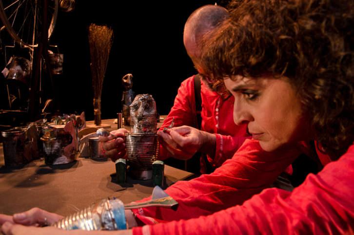 Adriana Ozores y Jaume Policarpo en 'Petit Pierre', de Carles Alberola. Imagen cortesía de Teatre Talia.