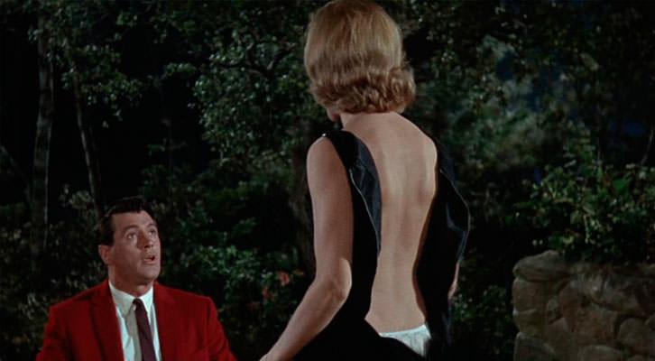 Rock Hudson y Maria Perschy en un fotograma de 'Su juego favorito', de Howard Hawks.