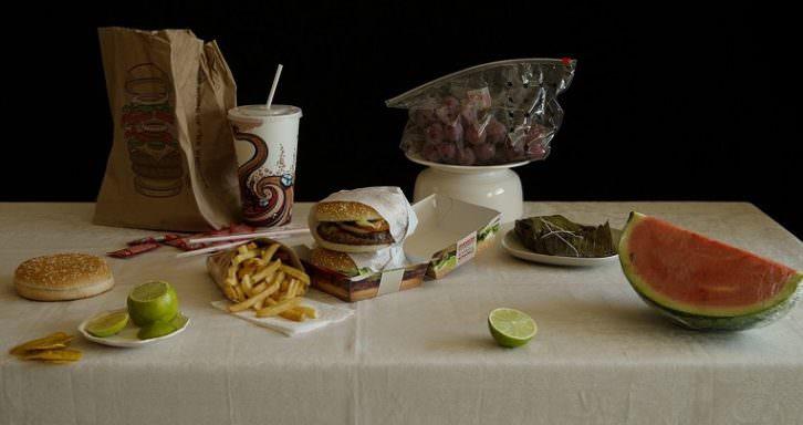 Naturaleza muerta con hamburguesas (serie Éxodo) 100 x 120 cm Impresión Inkjet 2013