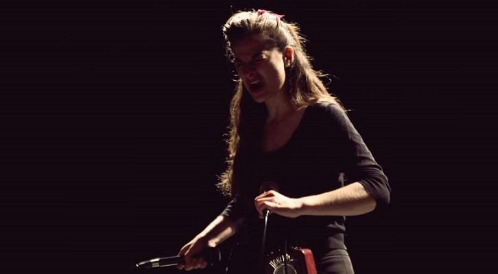 Ainara LeGardon durante una actuación.