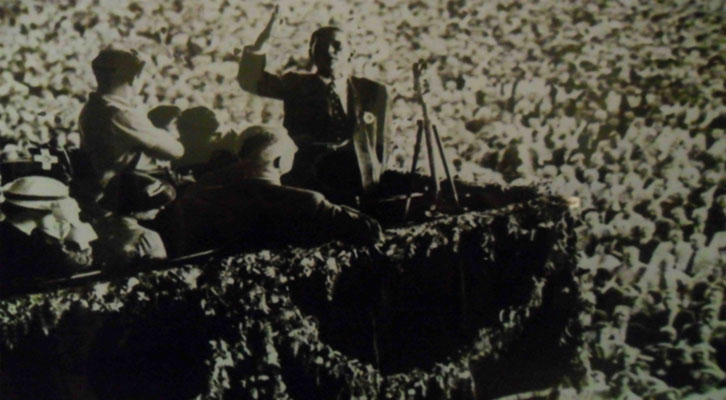 Una de las imágenes expuestas en los Baños del Almirante perteneciente al Archivo fotográfico de la agencia EFE.