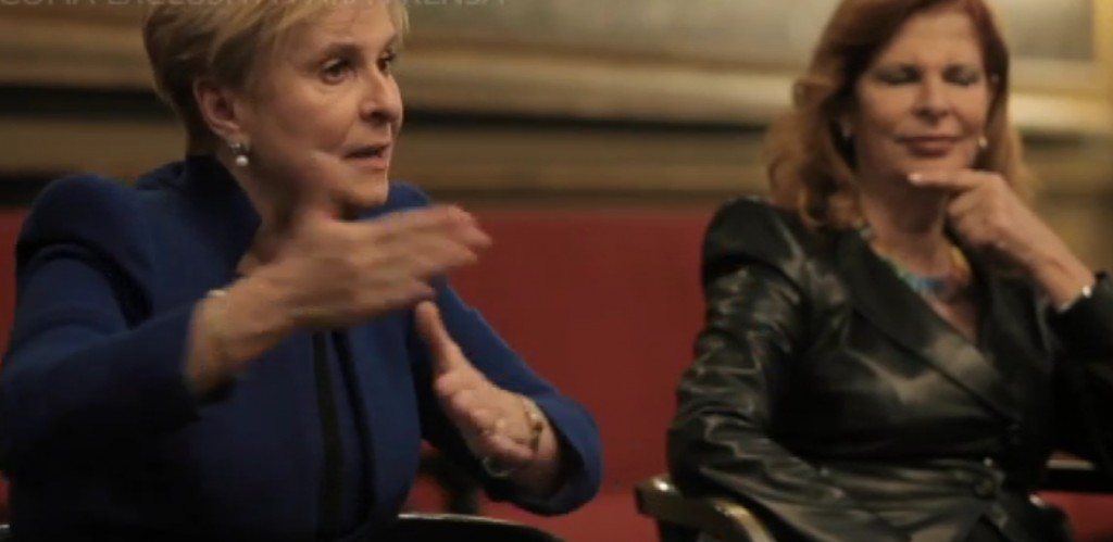 Carmen Quintanilla y Carmen Alborch, en 'Las constituyentes', de Oliva Acosta.