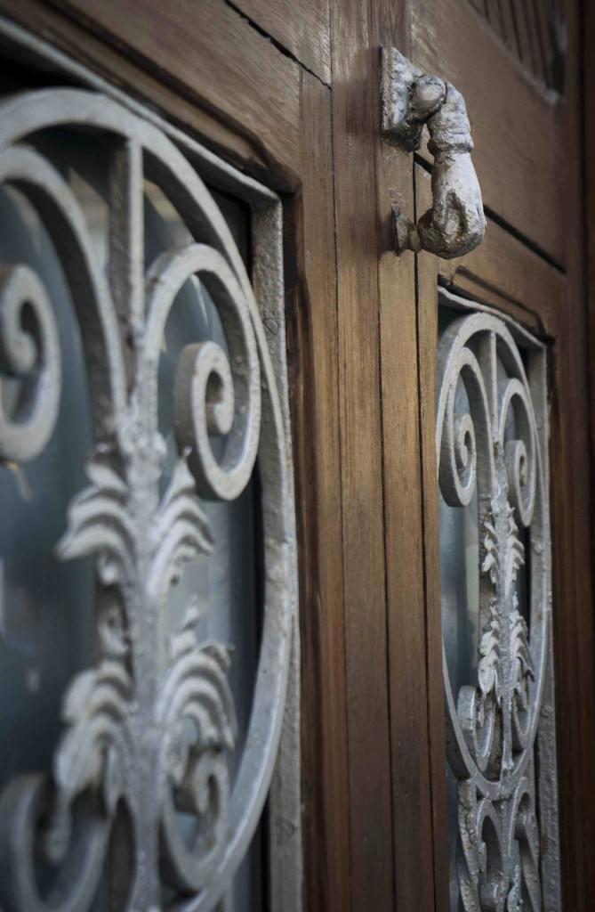 Detalle de la puerta de una vivienda en El Cabanyal. Foto: Germán Caballero
