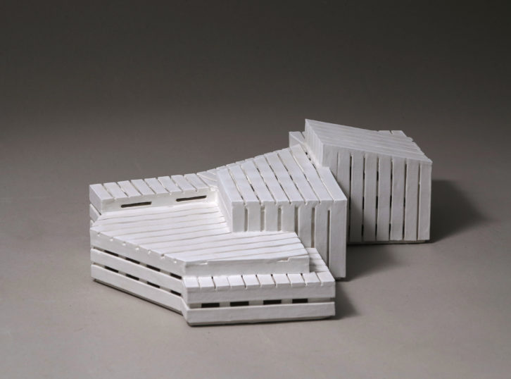 Myriam Jiménez, 2013. Gres y engobe de porcelana (13 x 45 x 30 cm.) Imagen cortesía de la artista.