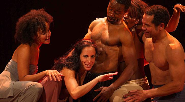 Escena de 'Decamerón negro' de L'Om Imprebis, en el Teatro Rialto. Imagen cortesia de L'Om Imprebis