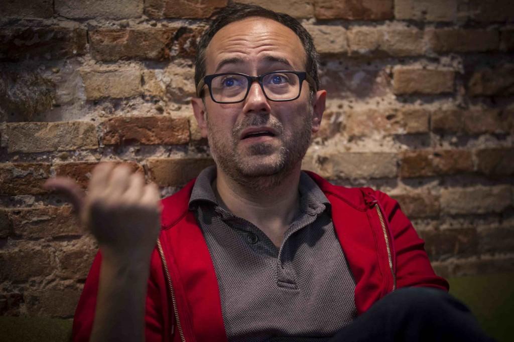 Álex Montoya durante la entrevista de los Desayunos Makma en Lotelito. Foto: Miguel Lorenzo.