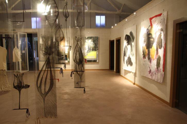 Fotografía de la instalación de Lucía Zalbidea. Imagen cortesía de la Fundación InspirArte.