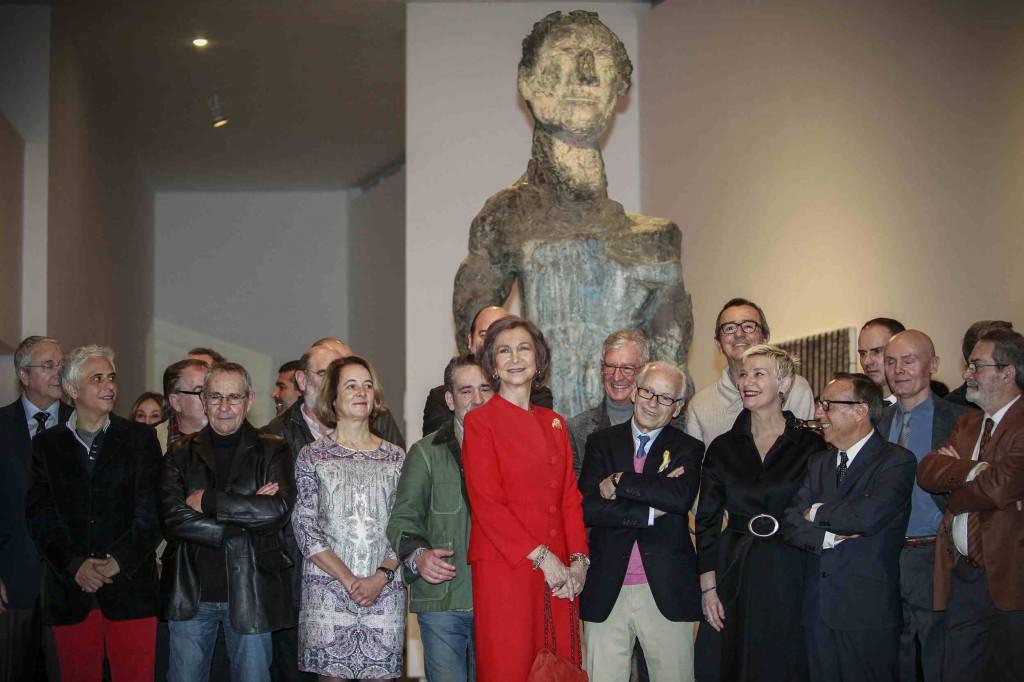 La Reina Sofía, junto a una veintena de artistas en la conmemoración del 25 aniversario del IVAM. Foto: Miguel Lorenzo.