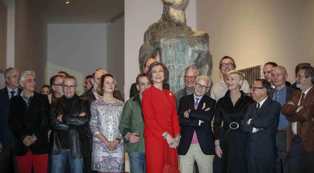 La Reina Sofía, junto a una veintena de artistas en la conmemoración del 25 aniversario del IVAM. Foto: MAKMA
