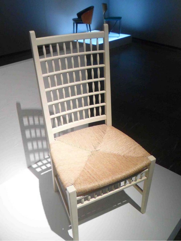 Silla de José Martínez-Medina en la exposición 'Diseñando una vida'. Centro del Carmen.